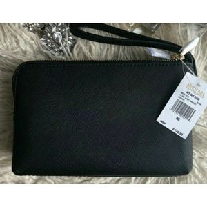 76129e02df0c Michael Kors Bags - NWT MK Jet Set Travel Double Gusset Wristlet Black